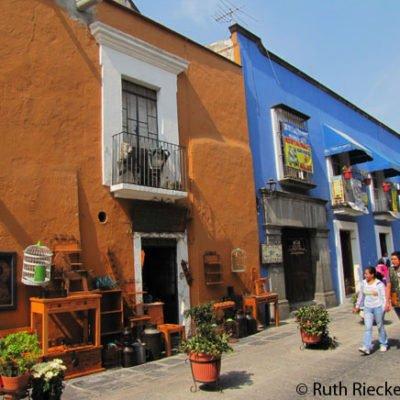 Callejon de los Sapos: Splash of Color in Puebla