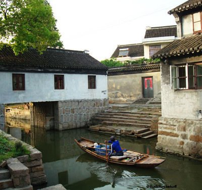 Papillon Photos: Luzhi Water Town, China