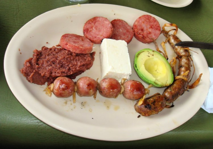 Food in E; Salvador: Best Dishes, Desserts and Drinks, Chorizo platter in COjutepeque