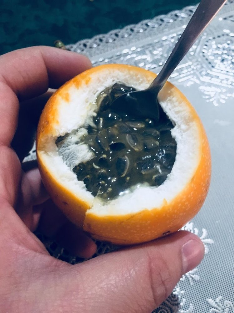Granadilla, a fruit used to make juice