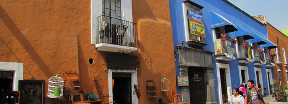 Callejon de los Sapos: Splash of Color in Puebla