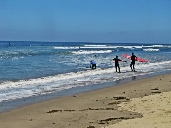 Student getting into the water, Surfrider Beach or Malibu Creek Satte Beach, Malibu, California