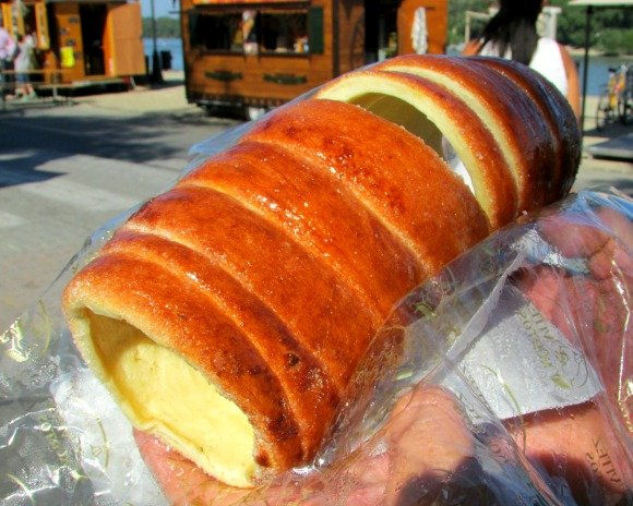 Kürtőskalács, What to Eat in Budapest, Hungary