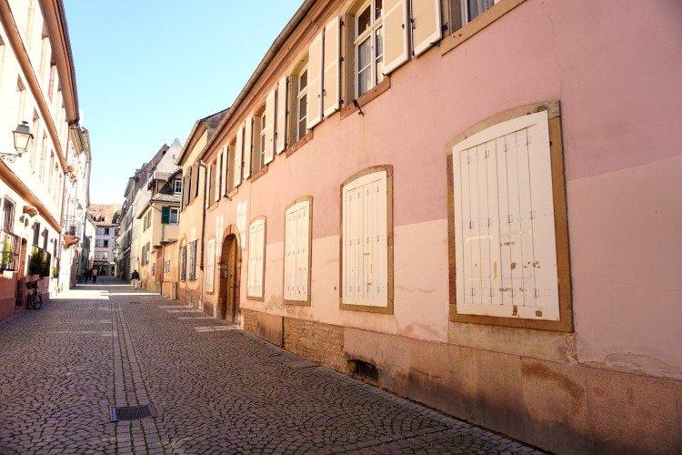 Rue de Dentelles