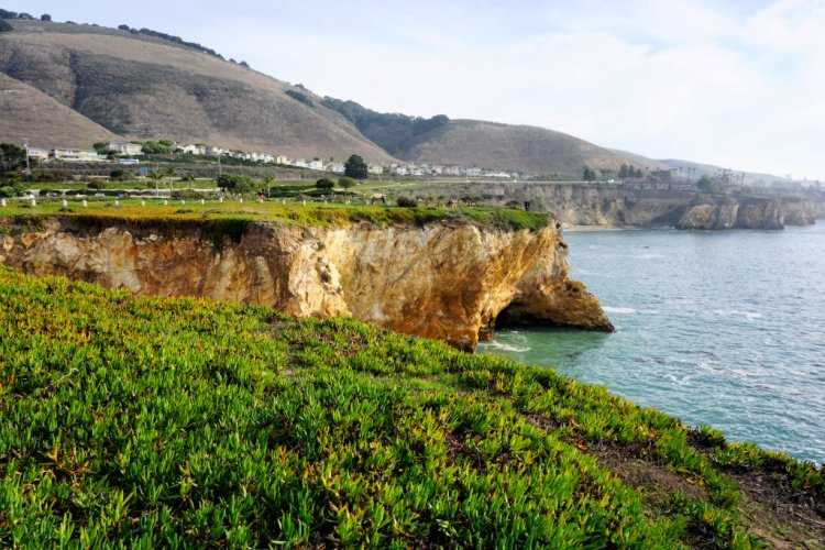 Promontory and mountains at Shell Beach, Pismo Beach, California