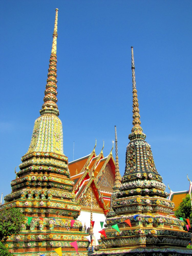 Colorful Chedis in Wat Po, Bagkon, Thailand, 2 Weeks in Thailand Itinerary
