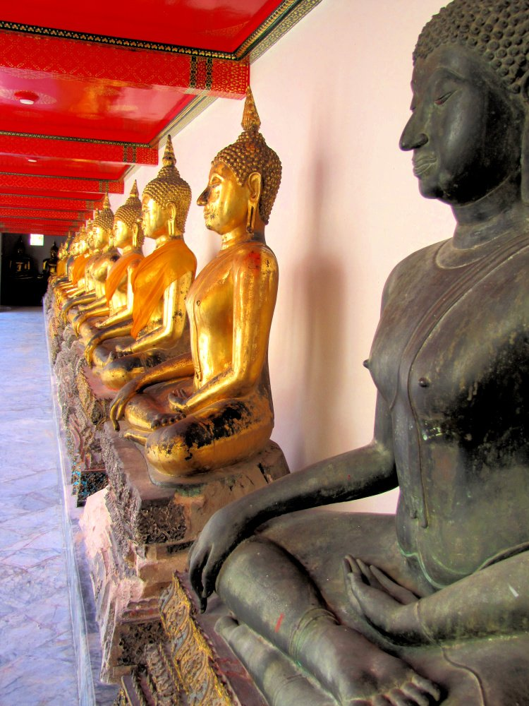 Buddha statues in Wat Po, Bagkon, Thailand, 2 Weeks in Thailand Itinerary