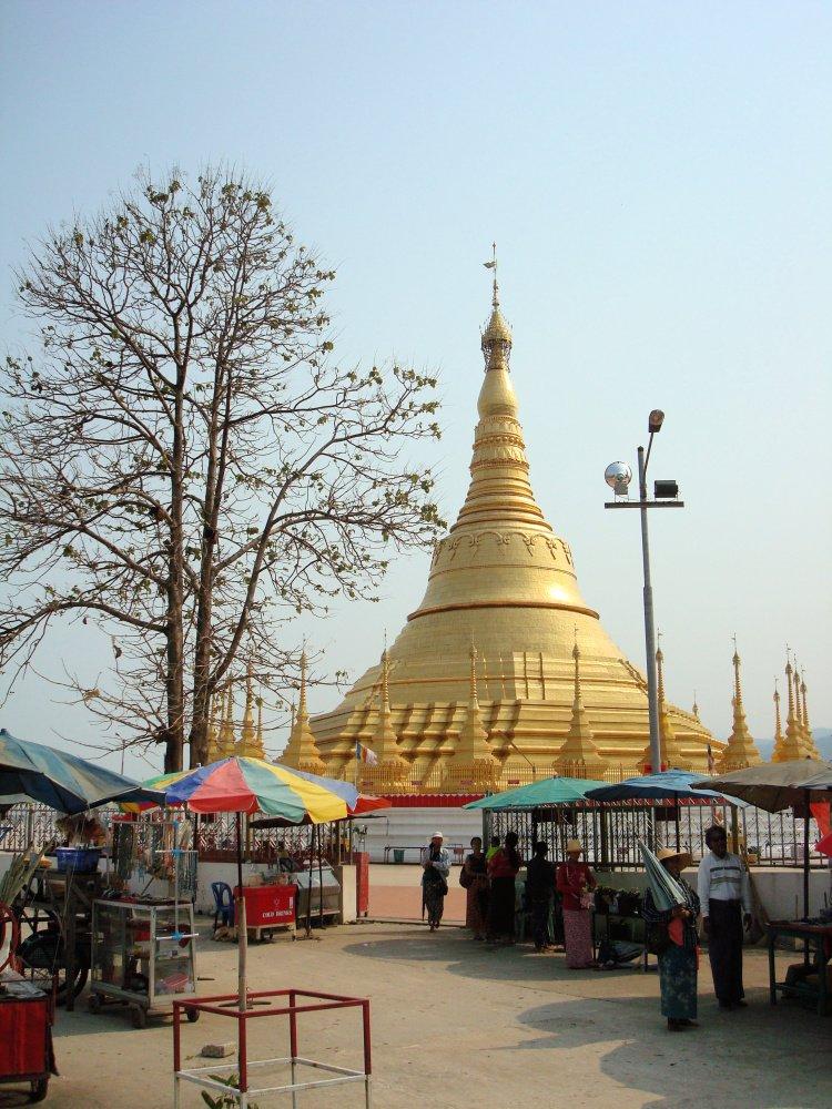 Tachilek Shwedagon Pagoda, Myanmar