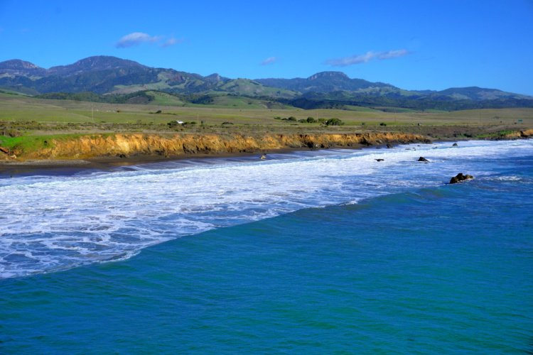 Coastal view seen from the San Simeon Pier, Things to do in San Simeon