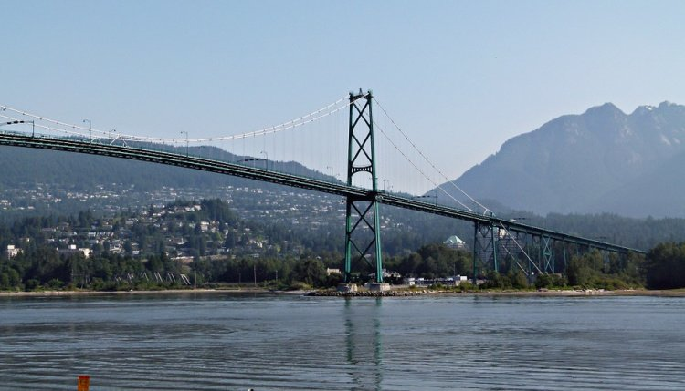 Lion's Gate Bridge seen from Stanley Park, Vancouver, Canada