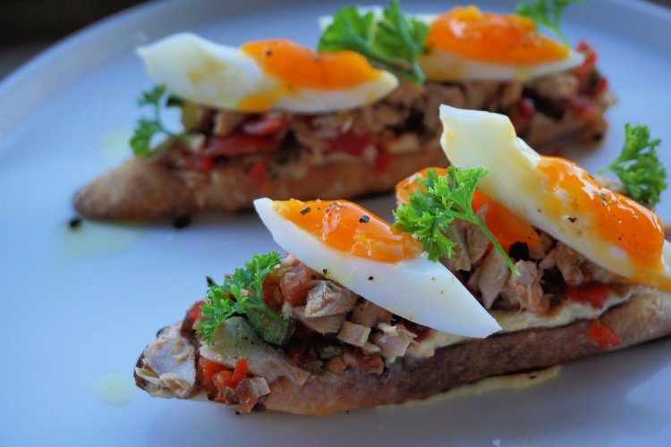 Barsha bruschetta with tuna and egg