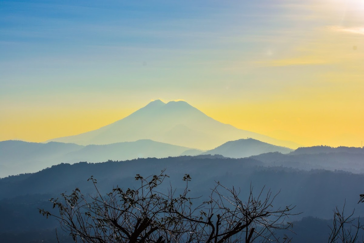 Is it worth to travel to that country?, Planes de Rendero, Facts about El Salvador